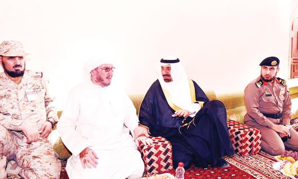 Najran Gov. Prince Jelawi bin Abdul Aziz visits the family of Saleh bin Manie Al-Mahamidh, a Border Guard officer who died on Sunday during a gunbattle with Houthi rebels. The governor conveyed to the family the condolences of King Salman, Crown Prince Muqrin and Deputy Crown Prince Mohammed bin Naif. (SPA)