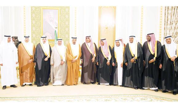 Custodian of the Two Holy Mosques King Salman with Dr. Abdullah Al-Rabeeah, supervisor of King Salman Center for Relief and Humanitarian Work, and other senior officials of the center. (SPA)