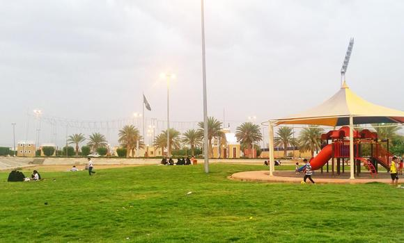 Families relax at a part in Najran on Friday, oblivious of the shelling by Yemeni Houthi militants that happened in parts of the southern border province the past days. (SPA)