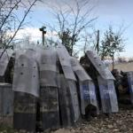 Police, migrants clash on Macedonia border; soldiers build fence