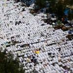 Muslim pilgrims in Muzdalifa prepare for Hajj's final stages