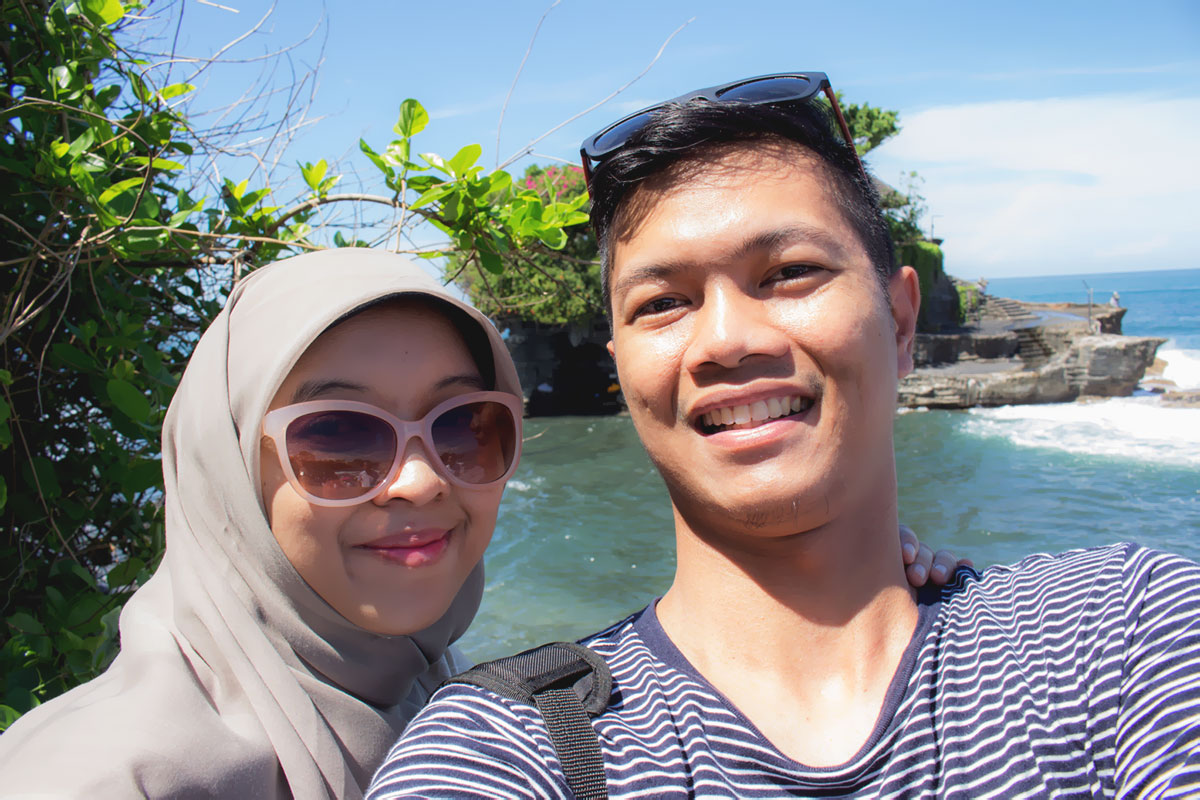 Rizqi Fahma and Wife - Bali