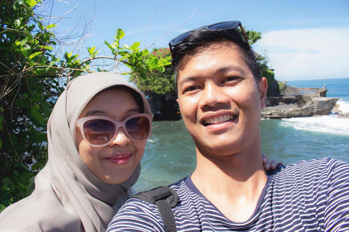 Rizqi Fahma and Wife - Bali