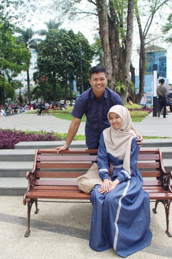 Rizqi Fahma and his wife