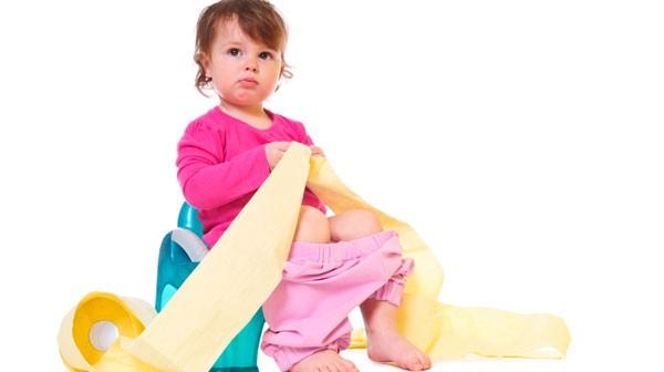 خطوات لمساعدة طفلكِ للتخلّص من حفاضته