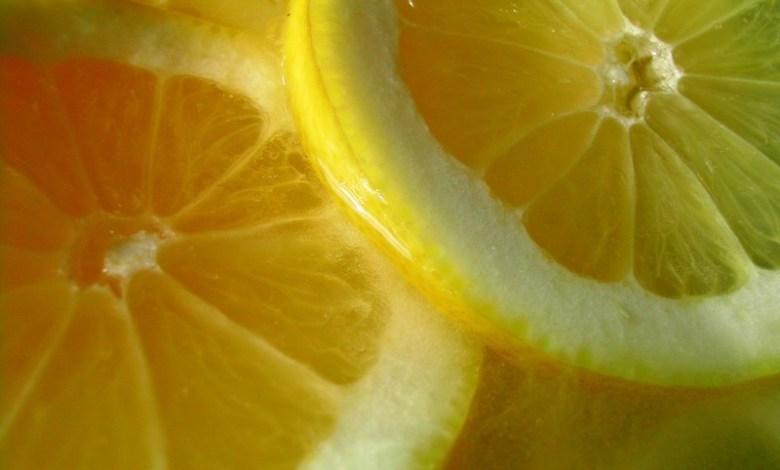 Photo of اكتشف فضائل الليمون في تنظيف منزلك