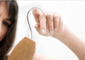 وصفة سحرية للتخلص من مشكل  تساقط الشعر