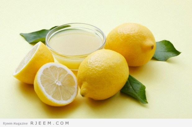 A bowl of lemon juice and fresh lemons