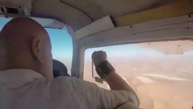 Photo of شاهد: ماذا حدث لرجل فتح نافذة طائرة لالتقاط صورة