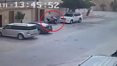 Photo of فيديو: عصابة تترصد لمواطن وتعتدي عليه بالضرب في وضح النهار وأمام المارة