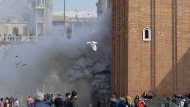 Photo of على طريقة أفلام الأكشن.. بالفيديو لصوص يستخدمون قنبلة دخان لسرقة محل مجوهرات عريق بإيطاليا