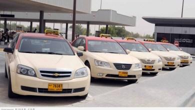 Photo of زوجان نسيا طفلهما داخل تاكسي في دبي