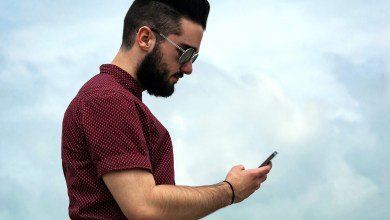 "Photo of ""رقبة الموبايل"" حالة مرضية تسببها كثرة استخدام الهاتف"