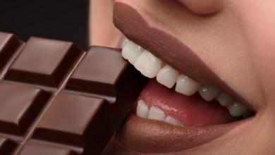 Photo of هل إقبال النساء على تناول الشوكولاتة هو مجرد عادة اجتماعية؟