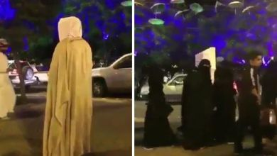 Photo of محتسب يعترض طريق المارة في احتفالات اليوم الوطني بأبها ويخاطبهم: ما فيه حياء ولا دين -فيديو