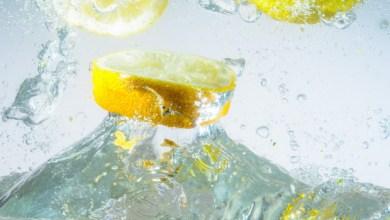 Photo of تحسين عملية الهضم وحرق الدهون وتنظيف البشرة بماء الليمون