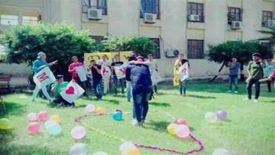 Photo of بالفيديو: فصل طالب عانَقَ زميلته وطلب منها الزواج داخل جامعة مصرية