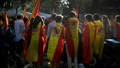 Photo of معارضو انفصال كتالونيا يتظاهرون في برشلونة