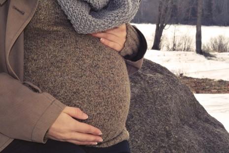 تحجر بطن الأم الحامل