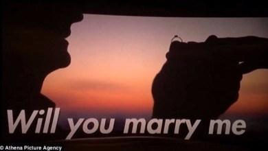 Photo of بالفيديو: عرض زواج عبر فيلم قصير في السينما