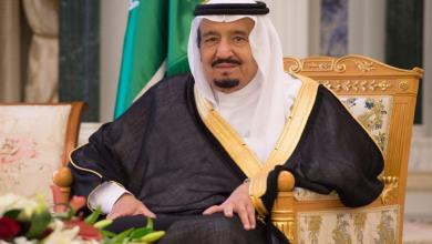 Photo of خادم الحرمين يزور الأمير مقرن لمواساته في وفاة نجله