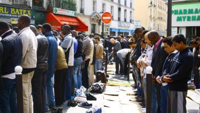 Photo of فرنسا: سنمنع المسلمين من الصلاة في ضاحية باريس