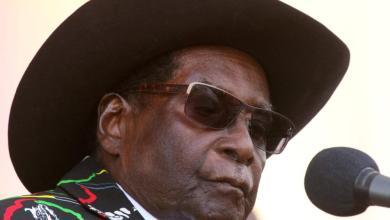 Photo of استقالة موجابي رسميا.. من وسط برلمان زيمبابوي