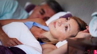 Photo of لماذا لا ينام البشر ساعات كافية في منتصف العمر؟