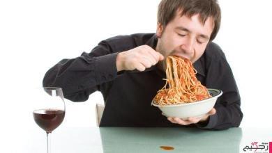 Photo of دراسة تحذر من تناول الطعام سريعا