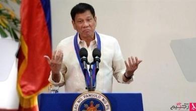 Photo of رئيس الفلبين يكشف سبب مضغه للعلكة باستمرار