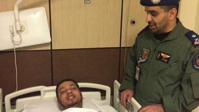 Photo of صور متداولة للطيارين السعوديين بعد نجاتهما من حادث سقوط طائرة باليمن