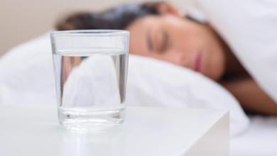 Photo of لهذه الأسباب لا تشرب الماء قبل النوم مباشرة!