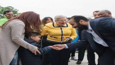 Photo of ولي العهد يزور منازل تضررت من هارفي (فيديو وصور)