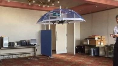 Photo of بالفيديو: مظلة تتبعك أينما ذهبت في الأجواء الماطرة