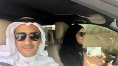 Photo of بالفيديو.. مواطنة توصل زوجها بالسيارة إلى عمله بالأحساء