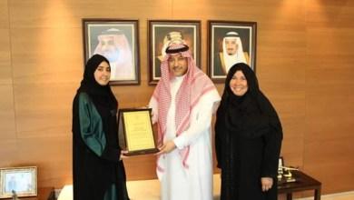 Photo of سفير المملكة بالأردن يكرم طالبة سعودية حاصلة على درجة الامتياز
