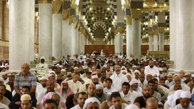 Photo of الحجاج يؤدون صلاة أول جمعة بعد المناسك في المسجد النبوي