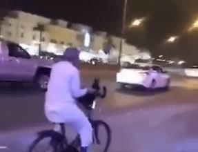 Photo of صور و تفاصيل الامير الوليد بن طلال يقود دراجة في شوارع الرياض