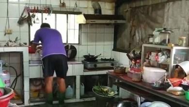 Photo of لماذا يرتدي أفراد هذه الأسرة أحذية مطاطية في المطبخ؟