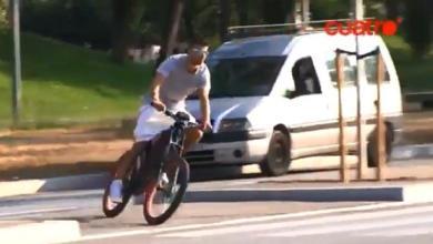 Photo of بيكيه يذهب إلى تدريبات برشلونة على دراجة هوائية