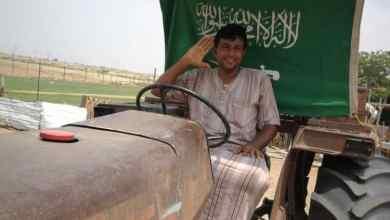 """Photo of صورة اليوم .. مزارع من جيزان يحتفل بالوطن على متن """"الحراثة"""""""
