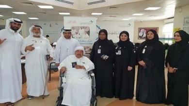 "Photo of ""إقامة دبي"" تسلم حزمة جوازات تم تجديده لرواد مركز ""كبار المواطنين"""