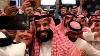 Photo of لماذا يحرص شباب العالم على التقاط الـ سيلفي مع ولي العهد؟