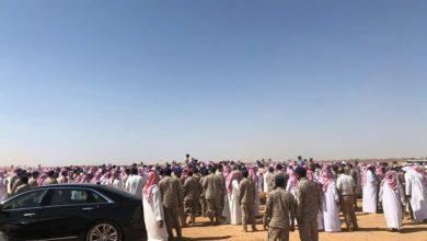 Photo of بالصور والفيديو: مشهد مهيب في تشييع الشهيدين ضحايا حادث سقوط طائرة هوك