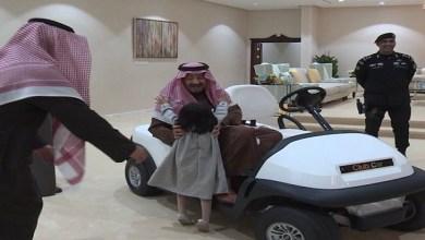 Photo of شاهد.. الملك يستقبل طفلة القريات بعد تداول فيديو بكائها