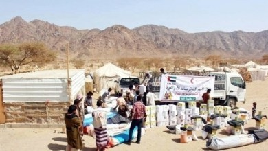 Photo of الهلال الأحمر يغيث بدو شبوة اليمنية بـ 11 طناً من المواد الغذائية