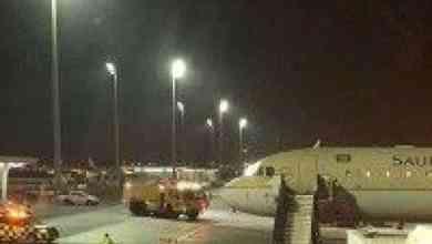 Photo of عودة جدول الرحلات بمطار الملك عبدالعزيز لوضعه الطبيعي وسط هطول أمطار رعدية على جدة