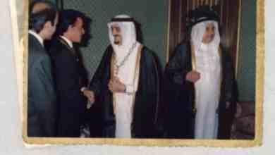 Photo of صورتان قبل 26 عاماً.. الملك فهد وكارلوس الأرجنتين يتبادلان تقليد الوسام والقلادة