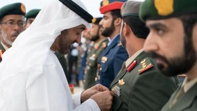 Photo of بالصور| محمد بن زايد يقلد عدداً من أبطال القوات المسلحة الإماراتية أوسمة المجد والشجاعة