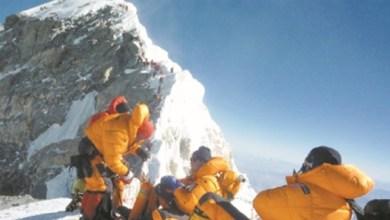 Photo of أرملتان تتسلقان جبل إيفرست لاستكمال مغامرة زوجيهما